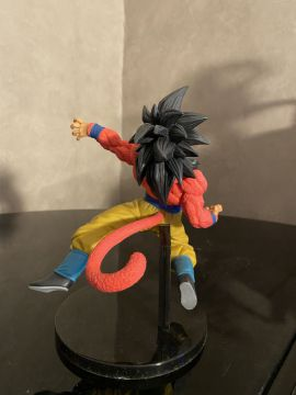 Figurine super saiyan 4